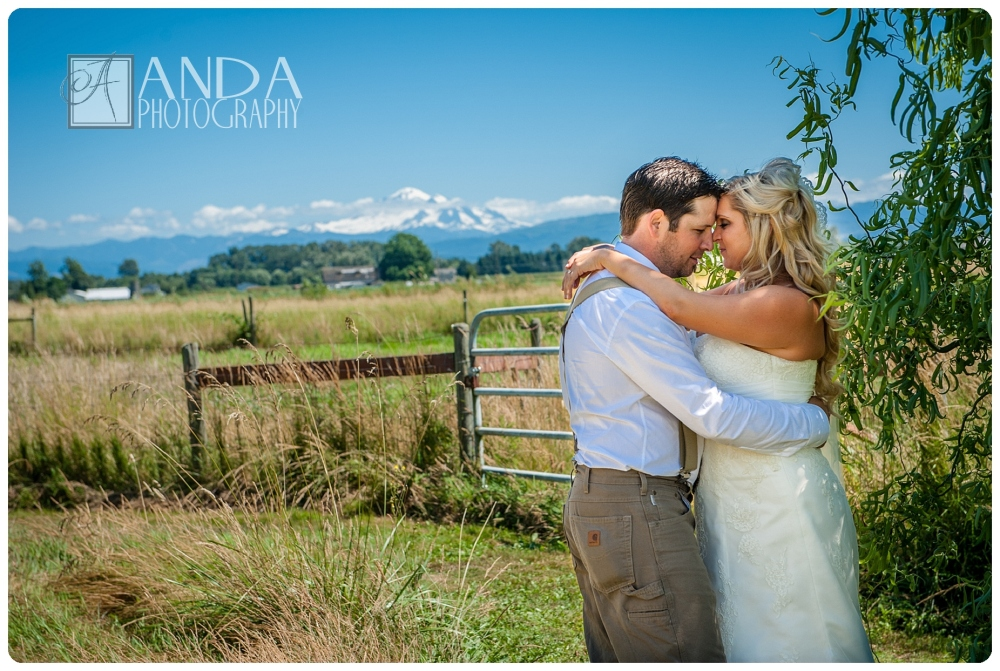 Anda Photography, creative photography, chic, artistic photography, unique photography, summer wedding, vibrant colors, lifestyle photography, on location photography,  Bellingham engagement photography, Bellingham wedding photography, creative wedding photography, unique wedding photography, vibrant images, photojournalistic photography, seattle wedding photography, seattle engagement photography, casual photography style,  emotional wedding images, Ryan, Angela, barn wedding, country wedding, rural wedding, Barnstar wedding, rustic vintage wedding decor