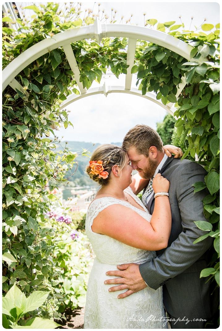 Bellingham Wedding Photography Backyard Wedding Lifestyle Photography Unrein Bison_0019