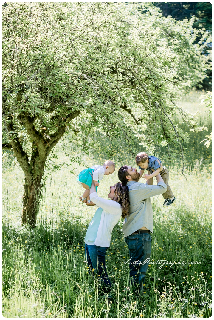Bellingham family photographer Woodstock Farms family photos outdoor rural photos Barnett_0005