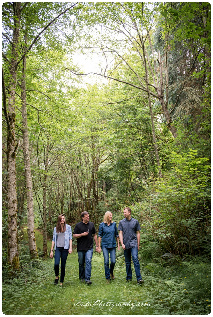 Bellingham family photographer Woodstock Farms family photos outdoor rural photos Wilkens_0003