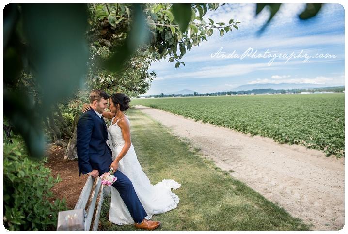 Bellingham wedding photographer Skagit wedding photographer Seattle wedding photographer Maplehurst Farm wedding lifestyle wedding photography photojournalistic wedding photography_0020c