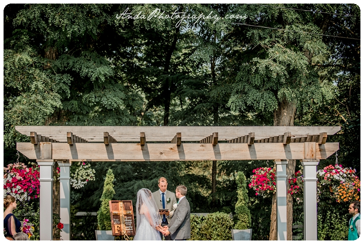 Bellingham wedding photographer Seattle wedding photographer Wine & Roses Estate wedding country chic wedding decor rustic country wedding photos_0035
