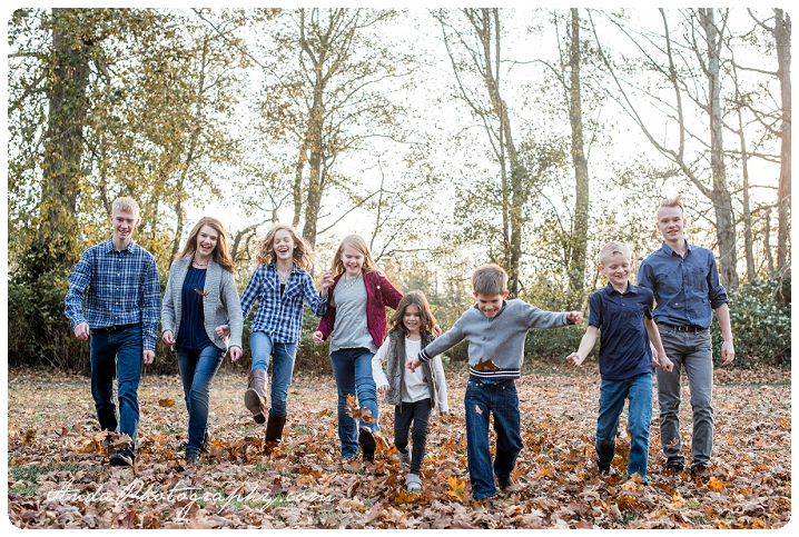 Bellingham family photographer extended family photos large family photography hovander park family photos sunset family photos bellingham lifestyle family photography_0005
