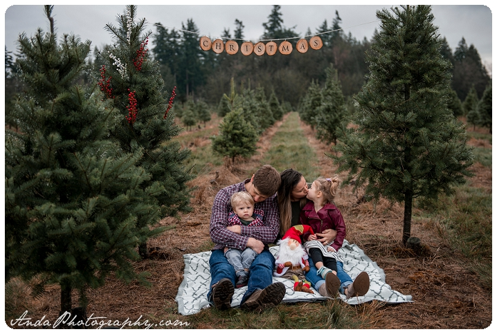 Anda Photography Bellingham family photographer Bellingham lifestyle family photography Manthey Christmas tree farm fun family Christmas photos_0001