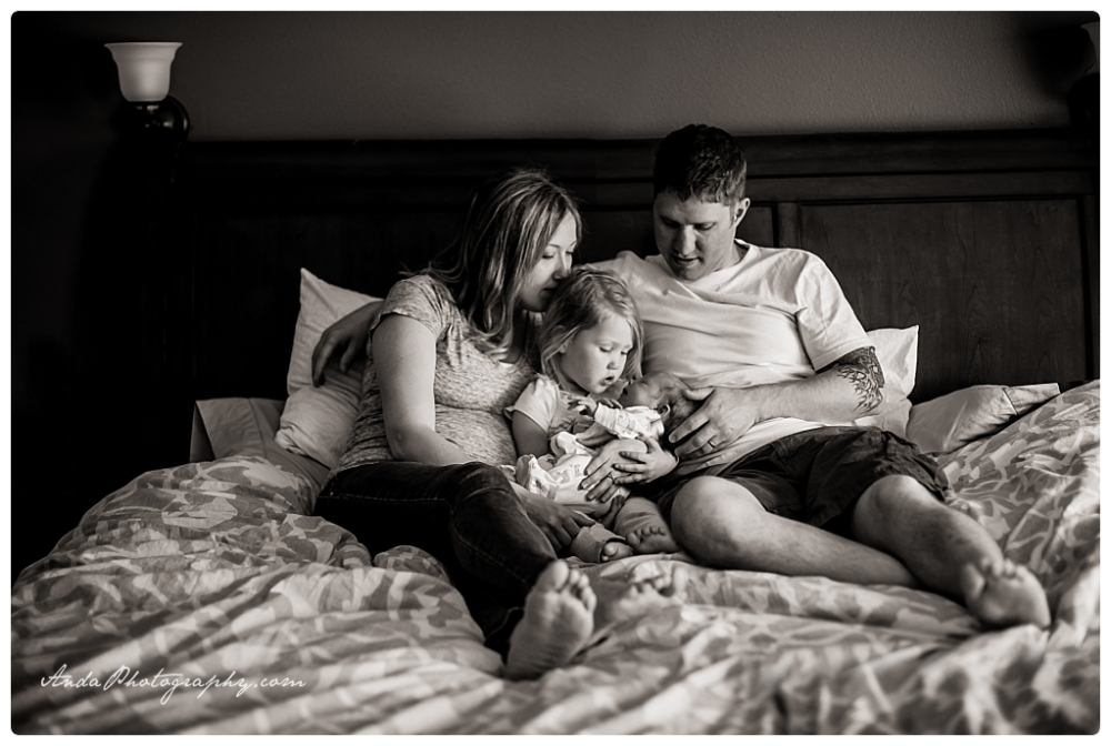 Anda Photography Bellingham lifestyle newborn photographer In home newborn photography_0001