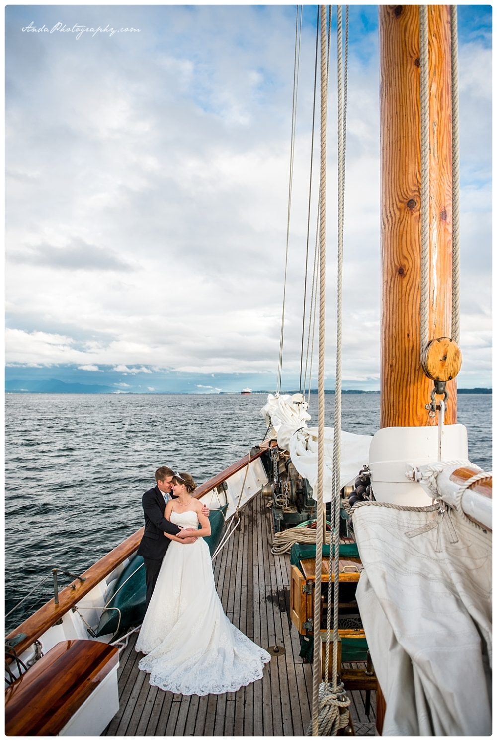 Anda Photography Bellingham wedding photographer seattle wedding photographer Schooner Zodiak Wedding photos_0023