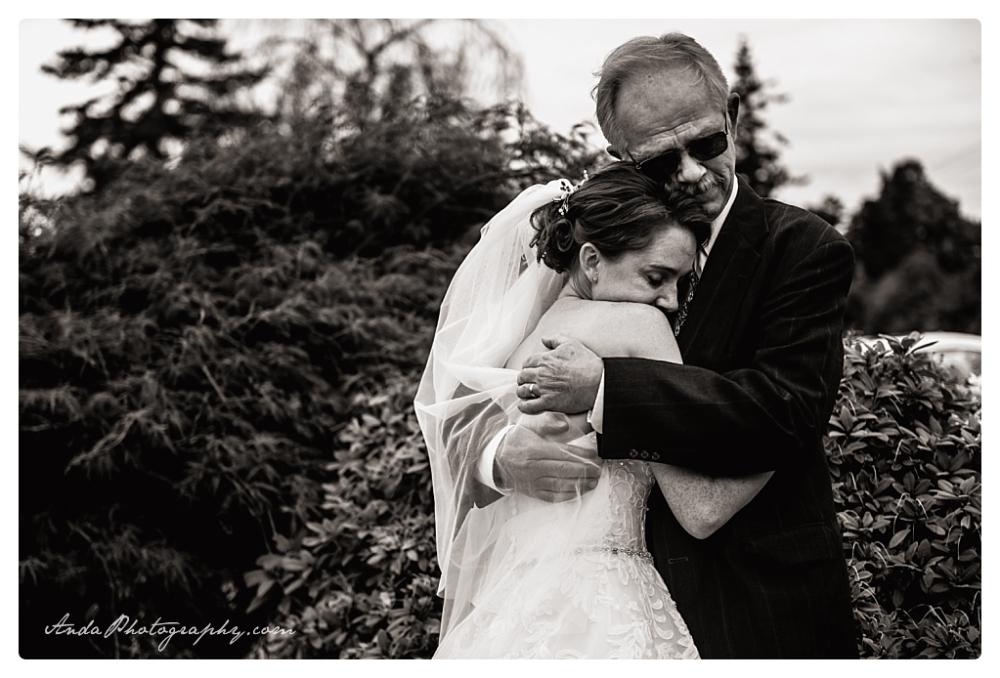 Anda Photography Bellingham wedding photographer Bellingham Yacht Club Wedding lifestyle wedding photographer Seattle Wedding Photographer_0012