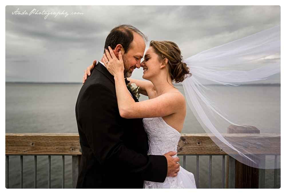 Anda Photography Bellingham wedding photographer Bellingham Yacht Club Wedding lifestyle wedding photographer Seattle Wedding Photographer_0040