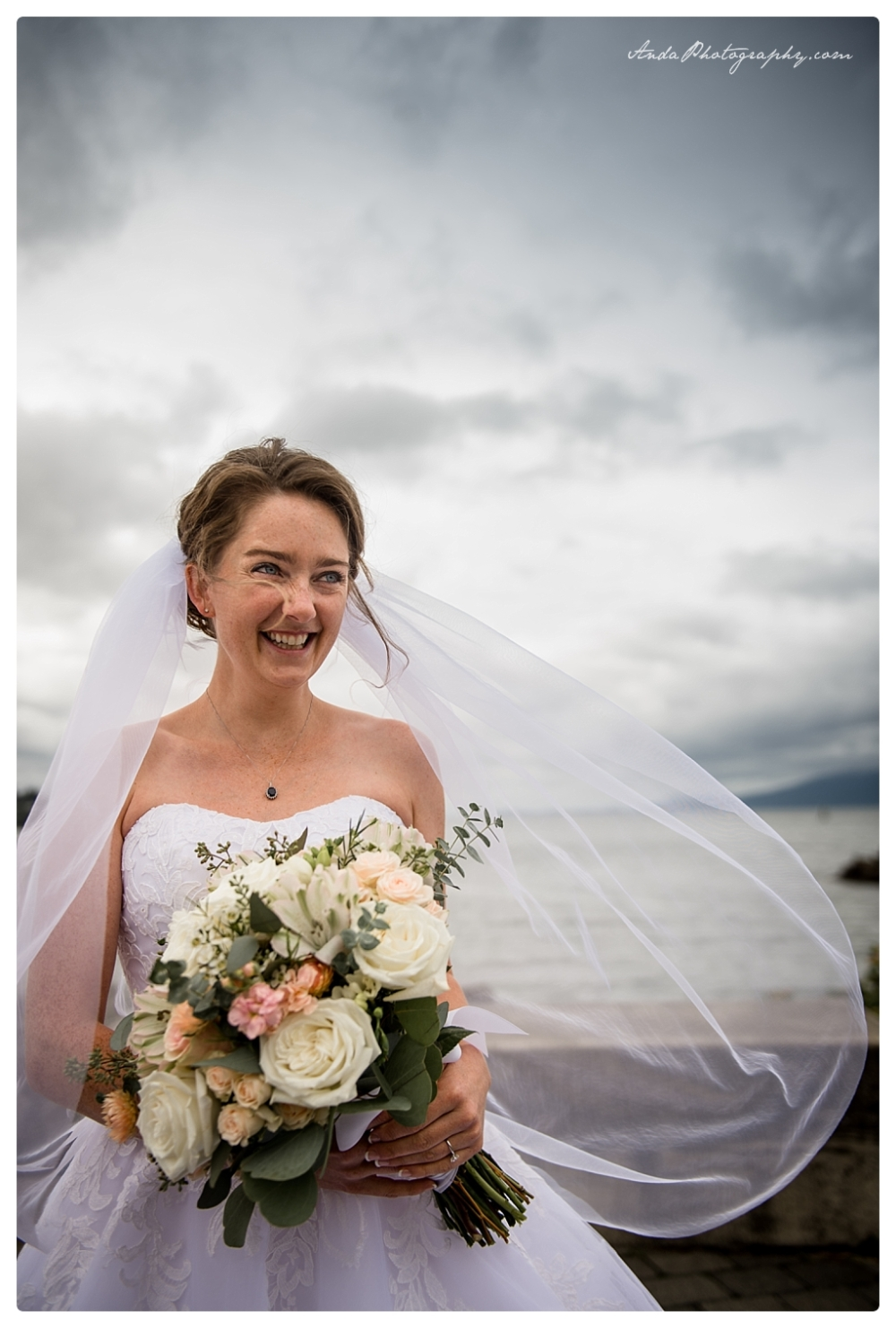 Anda Photography Bellingham wedding photographer Bellingham Yacht Club Wedding lifestyle wedding photographer Seattle Wedding Photographer_0053